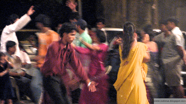 People dancing Navratri Dandia in Mumbai in 2006