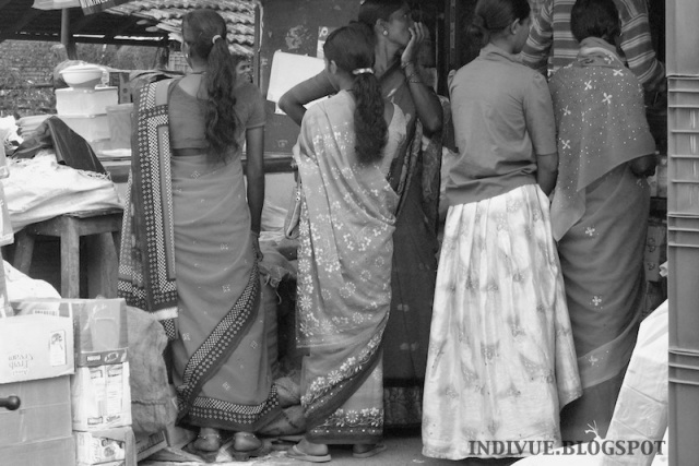 Intialaista naisten vaatetusta ja katumuotia / Indian women's clothing and streetfashion