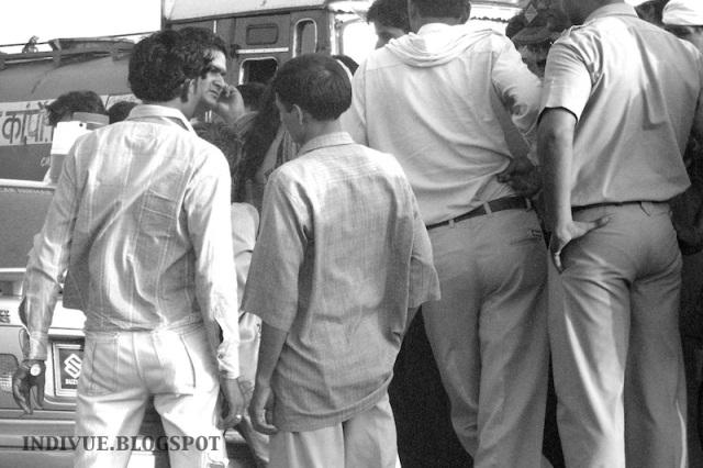 Indian man's clothing and streetfashion in India. / Intialaisen miehen vaatetusta ja katumuotia Intiassa