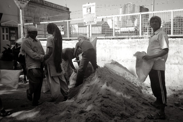 People working on Chennai street, 2013
