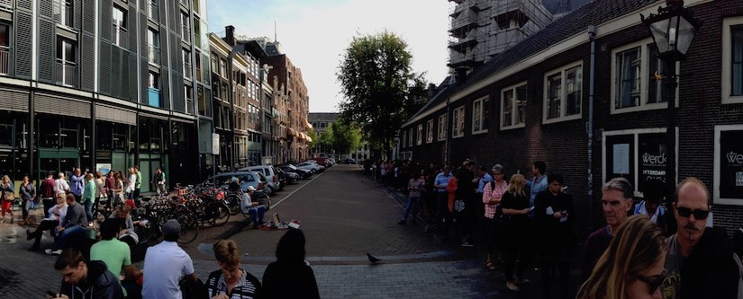 Panorama: Queue for Anne Frank museum