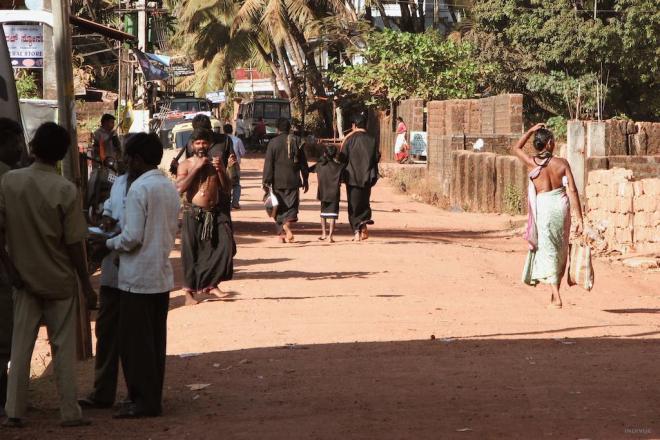 Pilgrims in Gokarn dressed in black