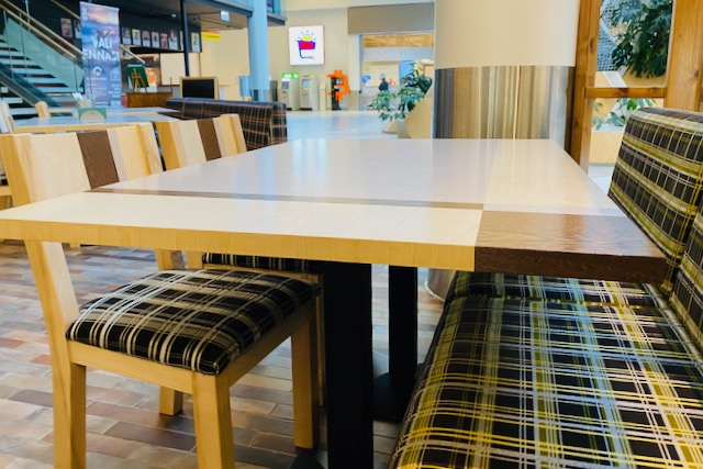 Banana Leaf restaurant table and chairs